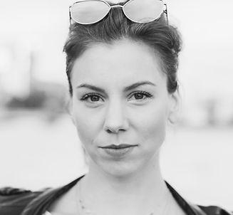 Sophie Becker, Sängerin Frankfurt. Gefühlvoller Pop. Für Hochzeiten, Galas, Feste, Privatfeiern und Messen. Kontakt unter sophiebecker-music.de