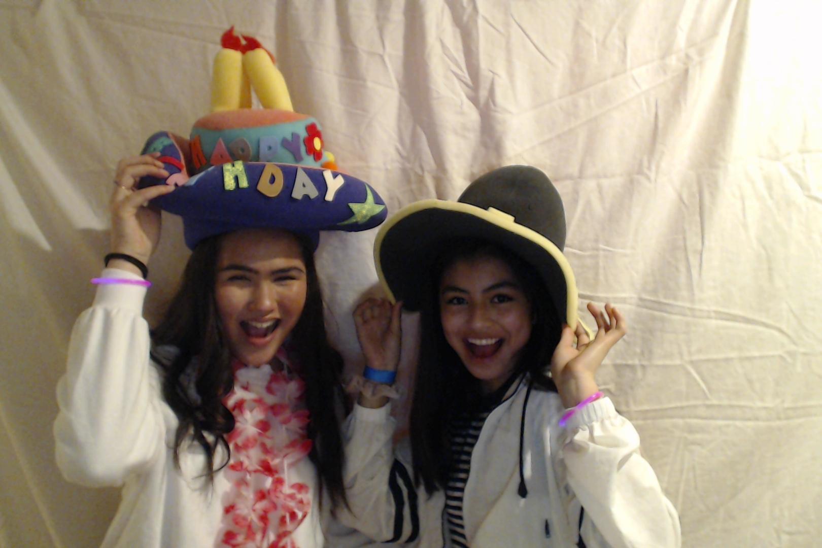 Michelle and Sophia 14th birthday046-2018-03-10singles