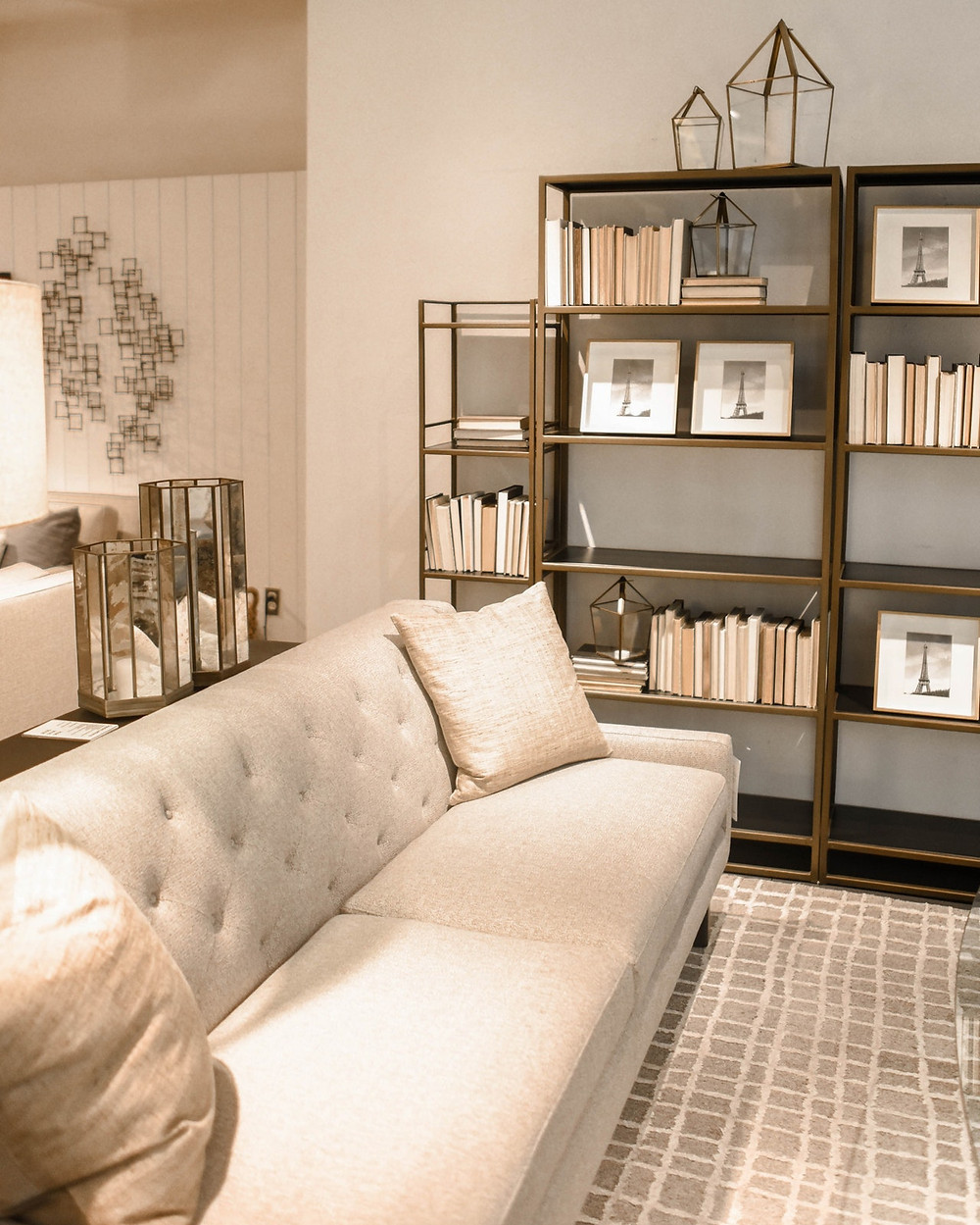 decorating with white walls