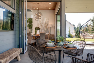Outdoor eating area on the patio