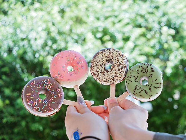 When the icepop creator makes donut, it becomes donut pops 😂😍😍 who is up for it__ 🍩🍭🍩🍭_Get yo
