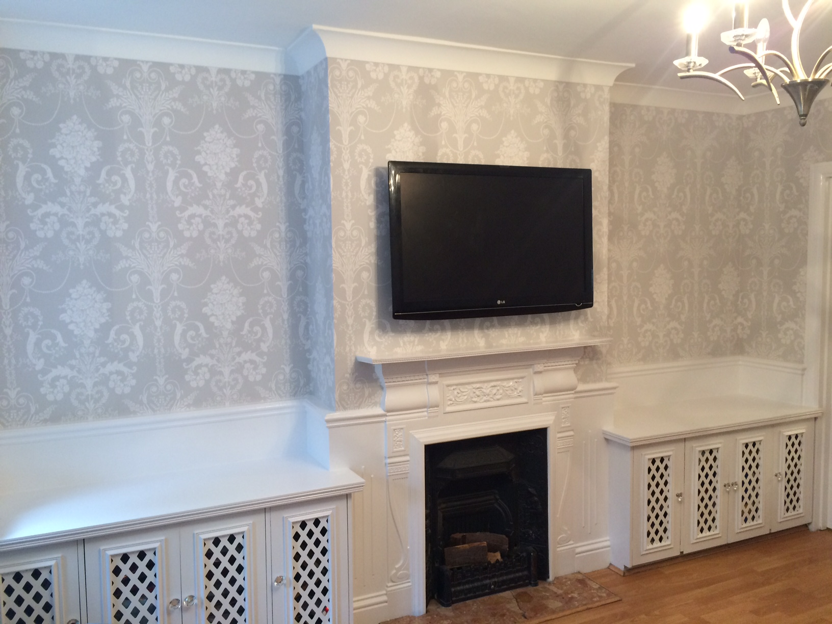 wallpapering Bickley