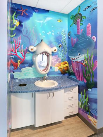 Underwater Decor Brushing Station