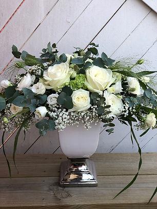 Dekoration i vitt och silver Add a flowe