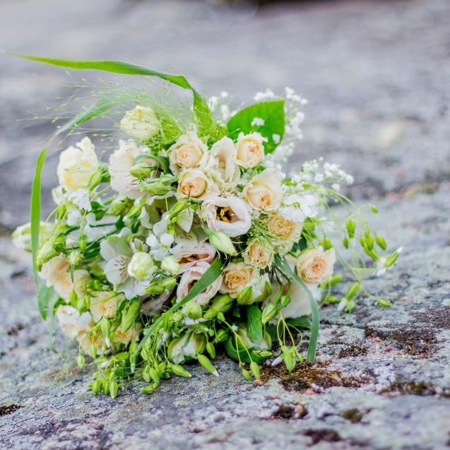 Bröllop Gålö Detalj Add a flower.JPG