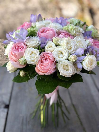 Brudbukett Rosor Add a flower.JPG