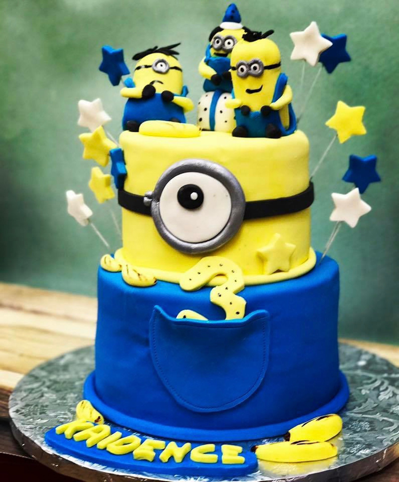 Despicable Me Minion Birhtday Cake
