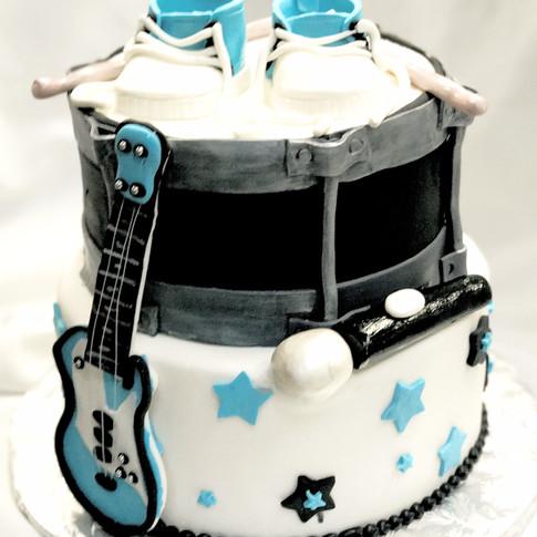Baby Shower Music Drum cake
