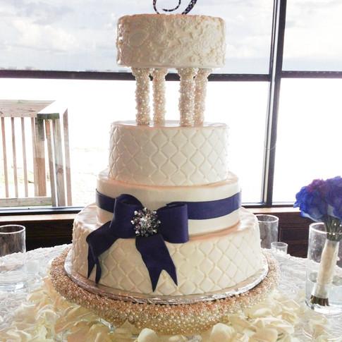 Pearl Wedding Cae