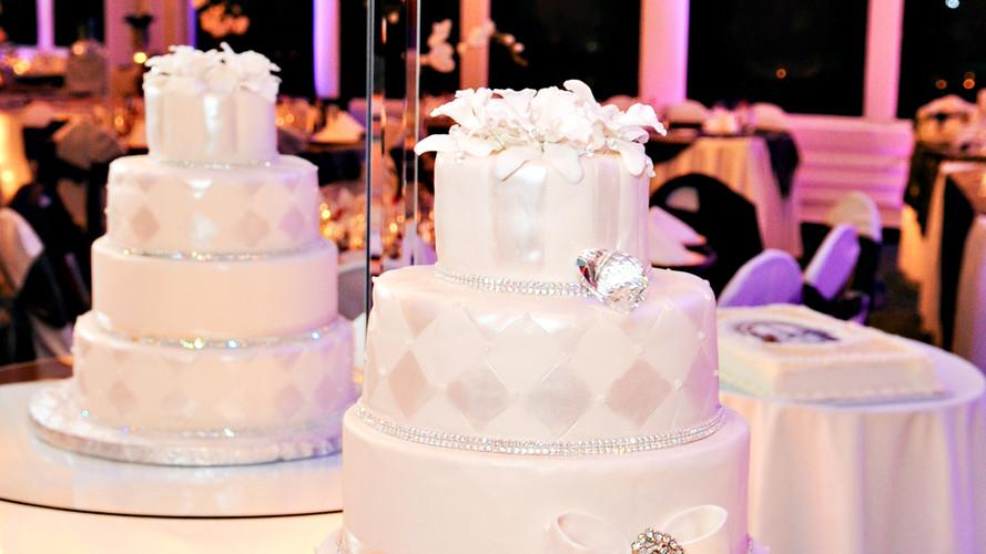 Elegant Classy Wedding Cake