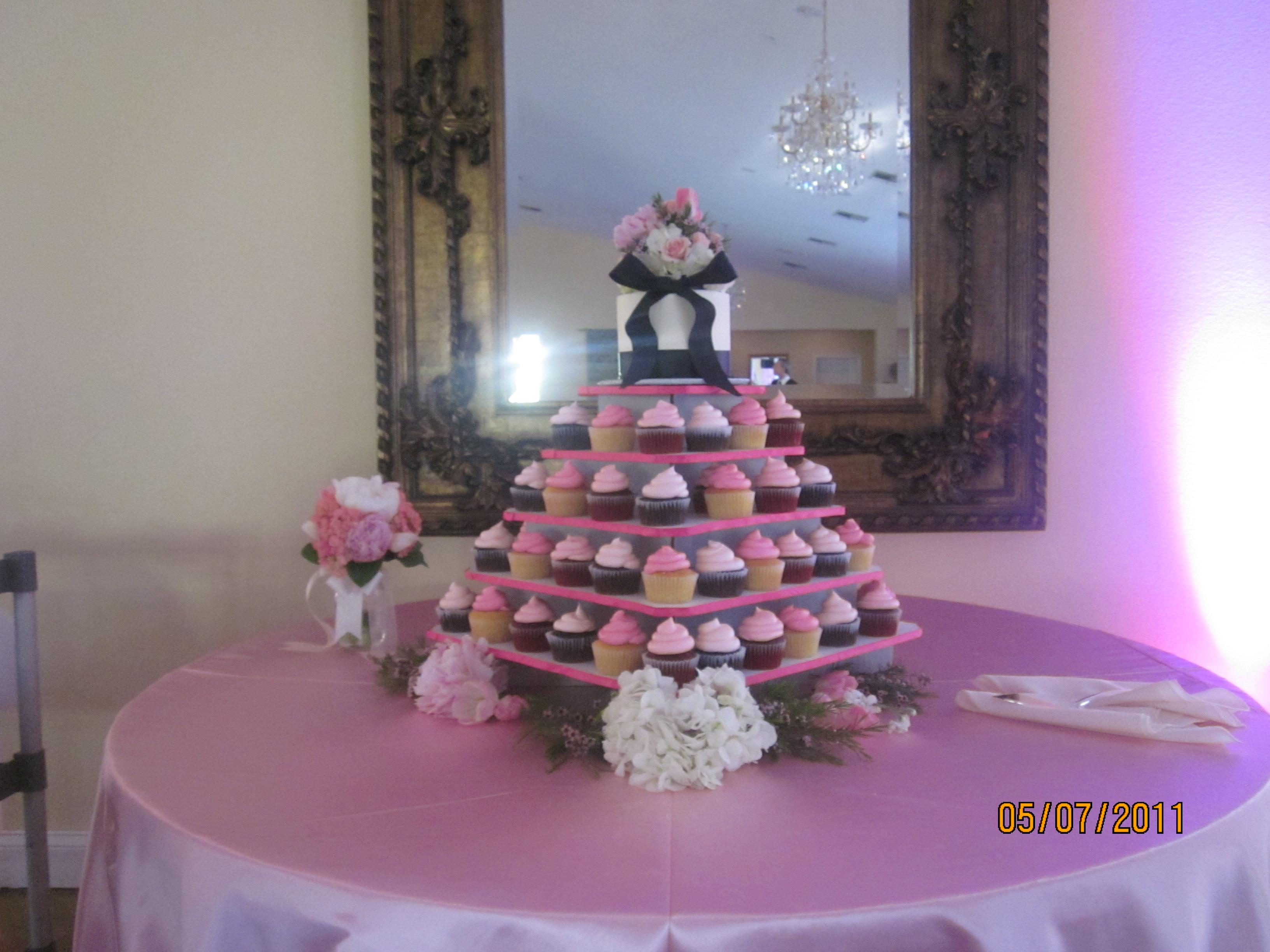 Pink & Black wedding cupcakes