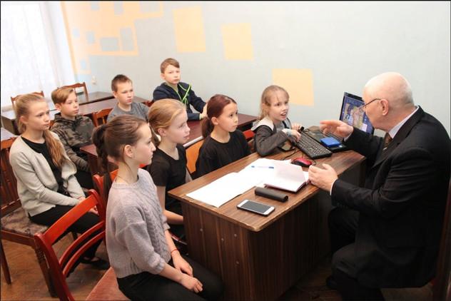 Занятия в школе Сказкописания МБУК СДК Ю
