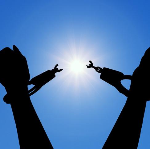 Tre viktiga uppmaningar. Tvätta händerna, hosta i armvecket och ta hand om din ekonomi!
