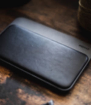 Nomad-wireless-charging-station-for-ipho