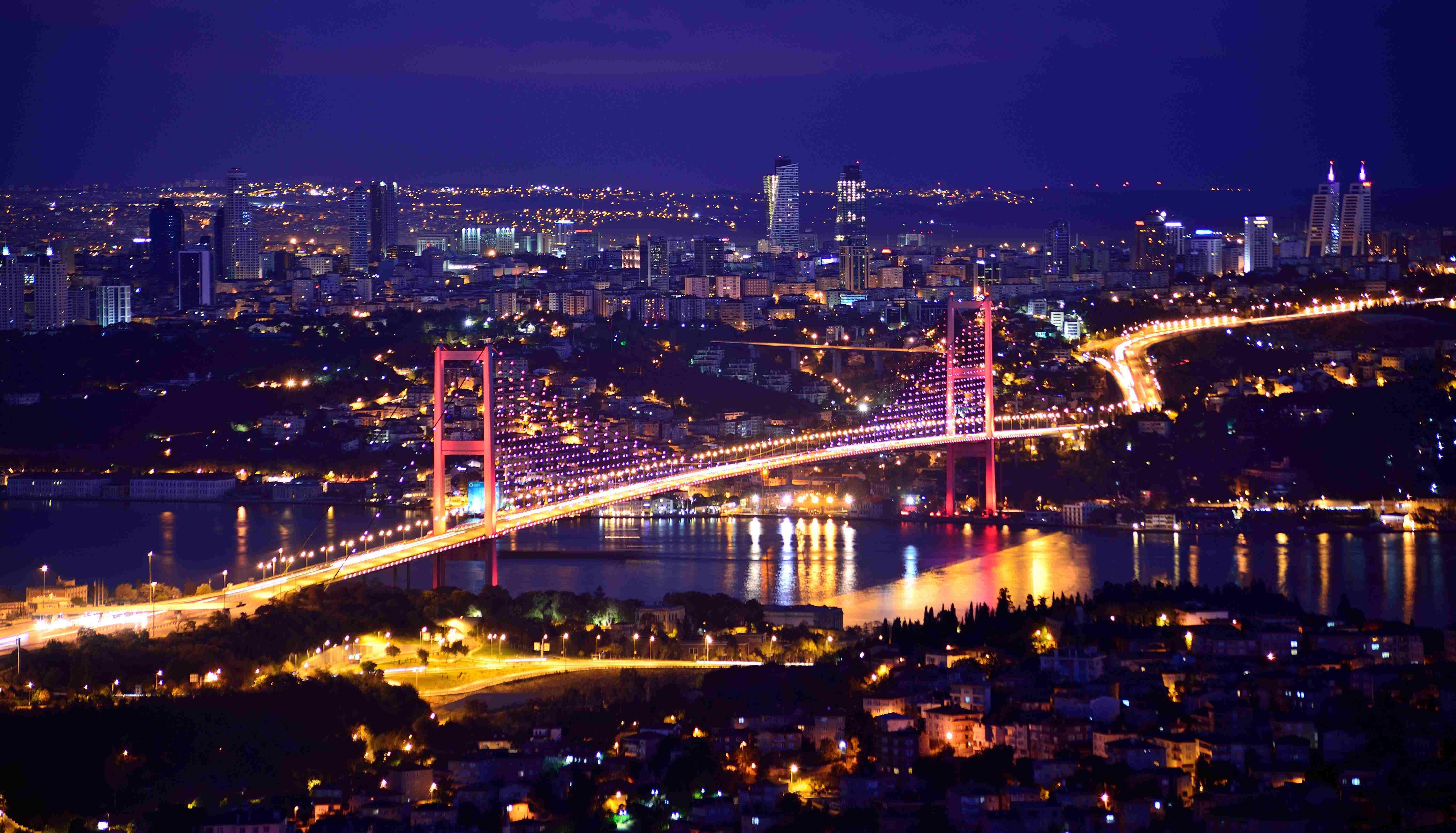 Istanbul-Bosphorus-at-Night
