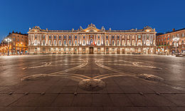 260px-Toulouse_Capitole_Night_Wikimedia_Commons.jpg