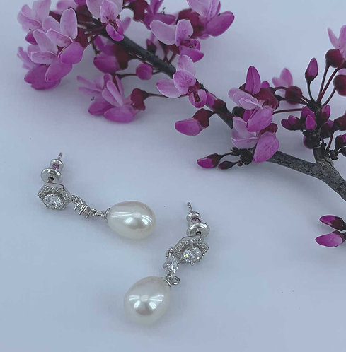925 Sterling Silver earrings with  Freshwater Pearls and Swarovski crystals