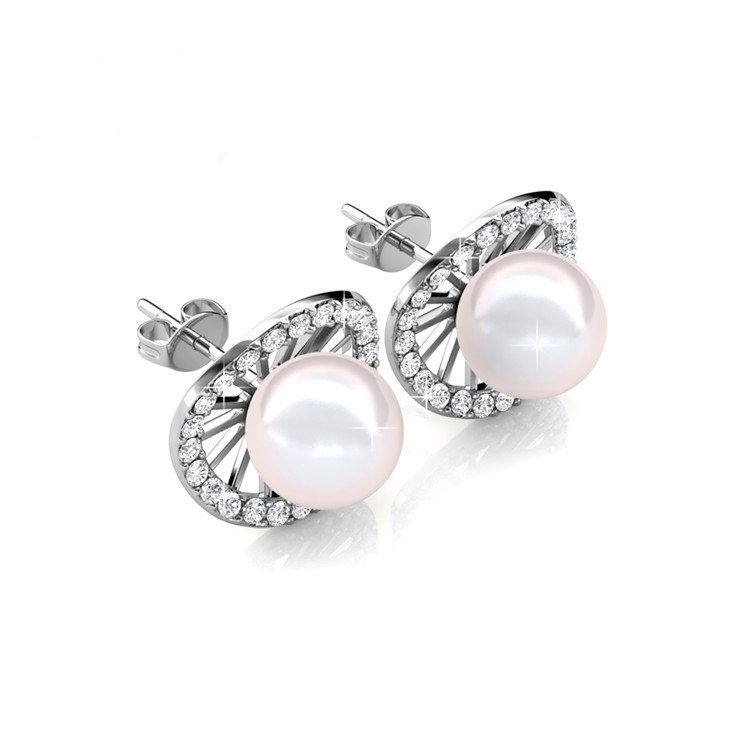 Stud earrings with pearls and swarovski crystals