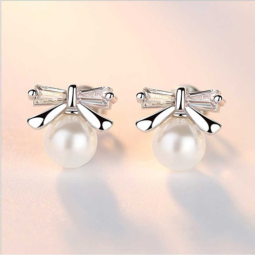 Sterling Silver stud earring with freshwater pearl