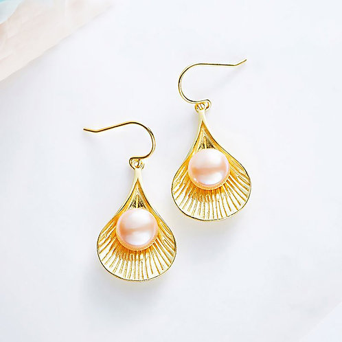 """Shelby"" - Gold Earrings with Freshwater Pearl"