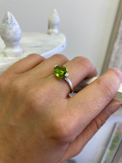 Peridot Faceted Oval 925 Silver Ring - Adjustable