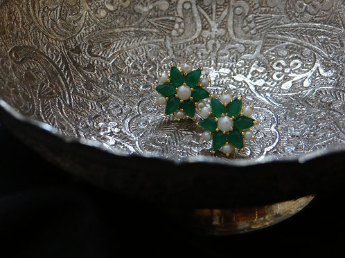 hyderabadi pearl and emerald stud earring