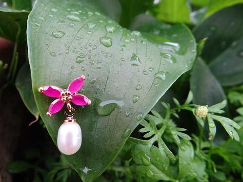 butterfly earring with pearl