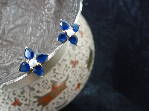 Blue Sapphire and Pearl Stud Earring (Flower)