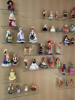 Bonecas de países na decoração