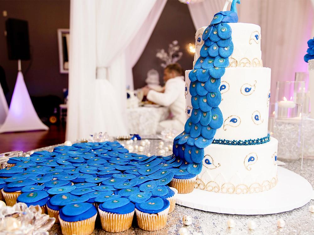 Blue cupckes. Wedding couple in orlando florida at crystal ballroom veranda.