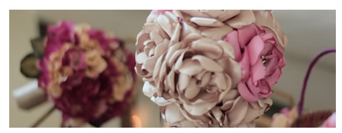Mother - Daughter Reveal First Look. Bridal bouquet with pink flowers