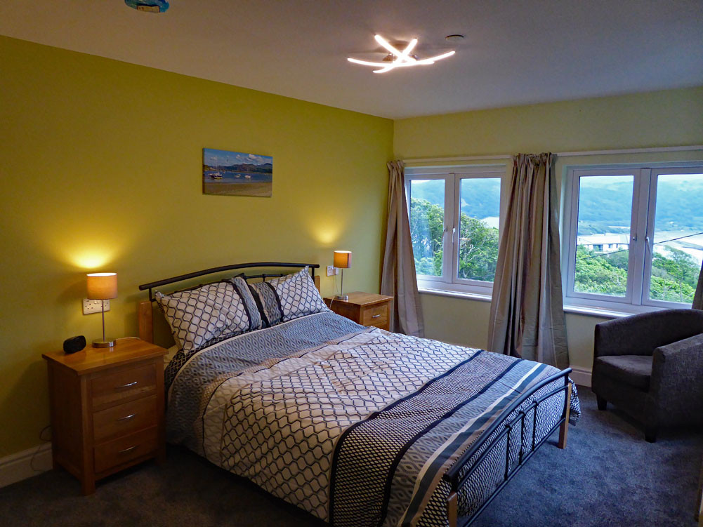 Noddfa master bedroom