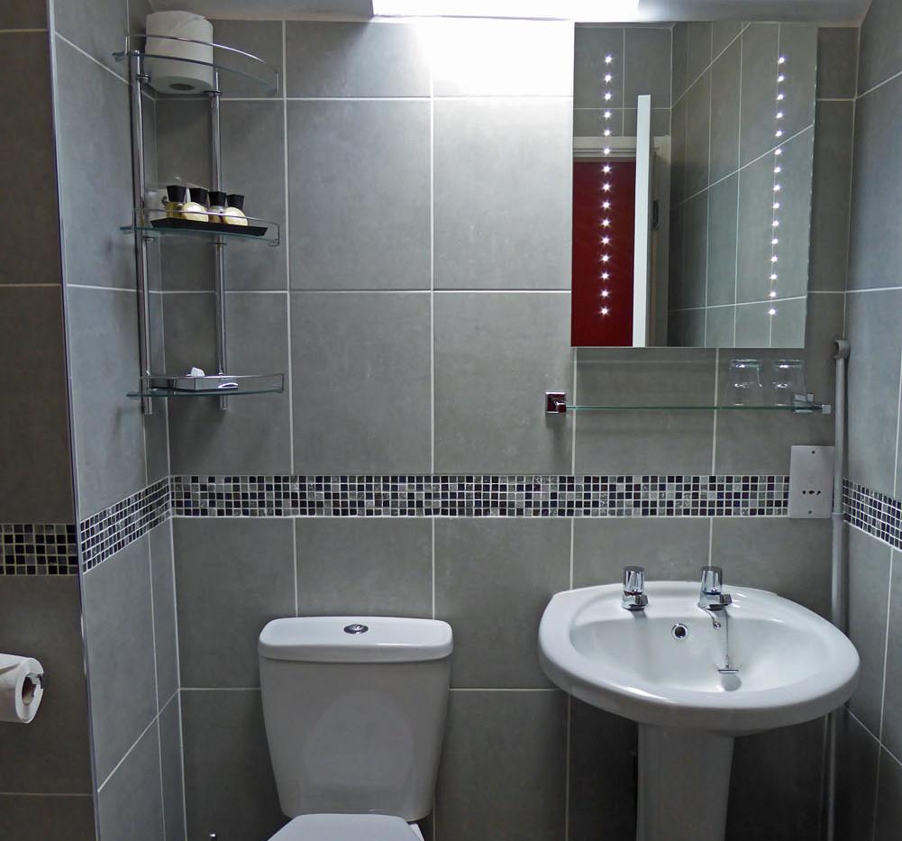 Eryri twin bathroom