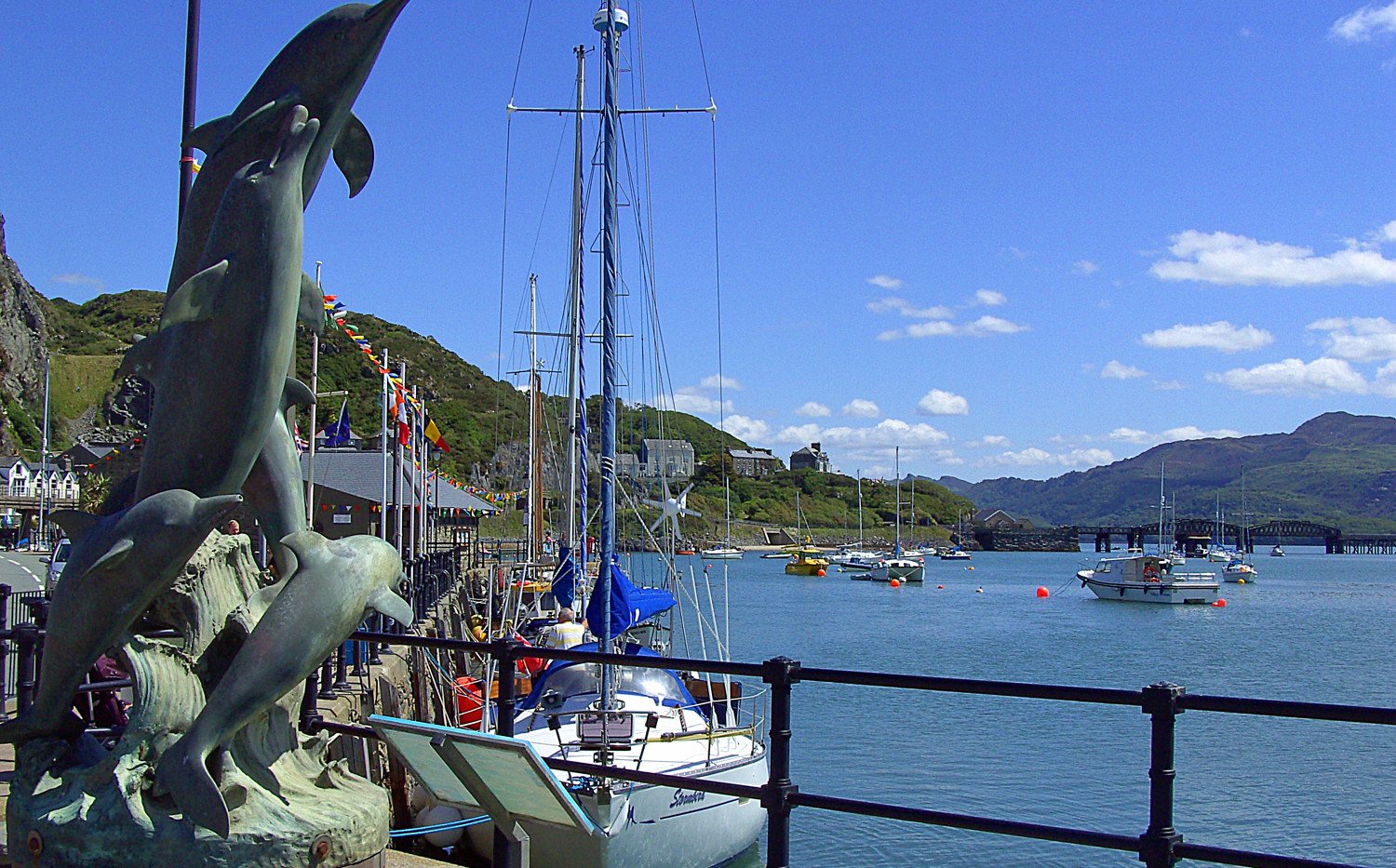 Dolphin statue by Barmouth harbour