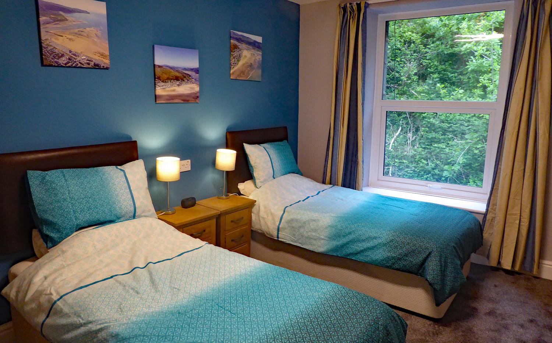Noddfa twin bedroom