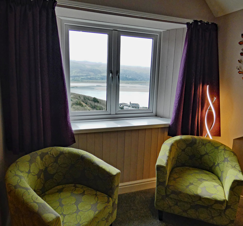 Eryri Window Seats.jpg