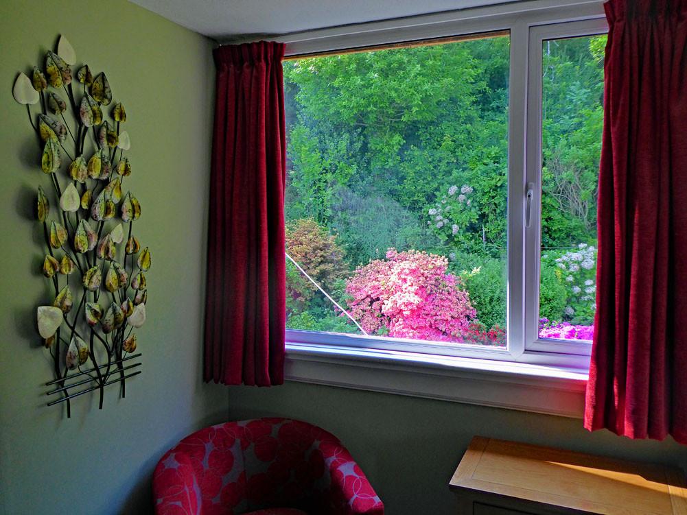 Eryri twin bedroom outlook