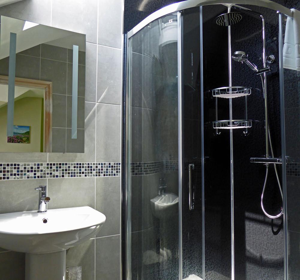 Eryri master bathroom