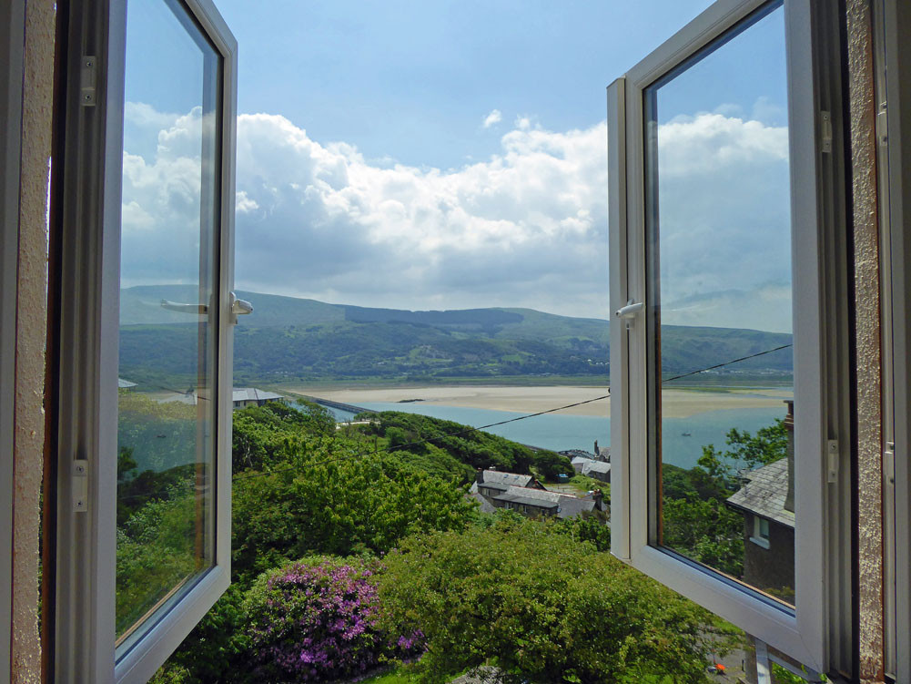 Noddfa living room view