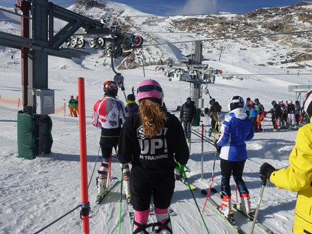 Why do so few women become educators and examiners of snowsport instructors?