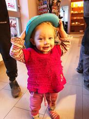 Jasmin mit Hut