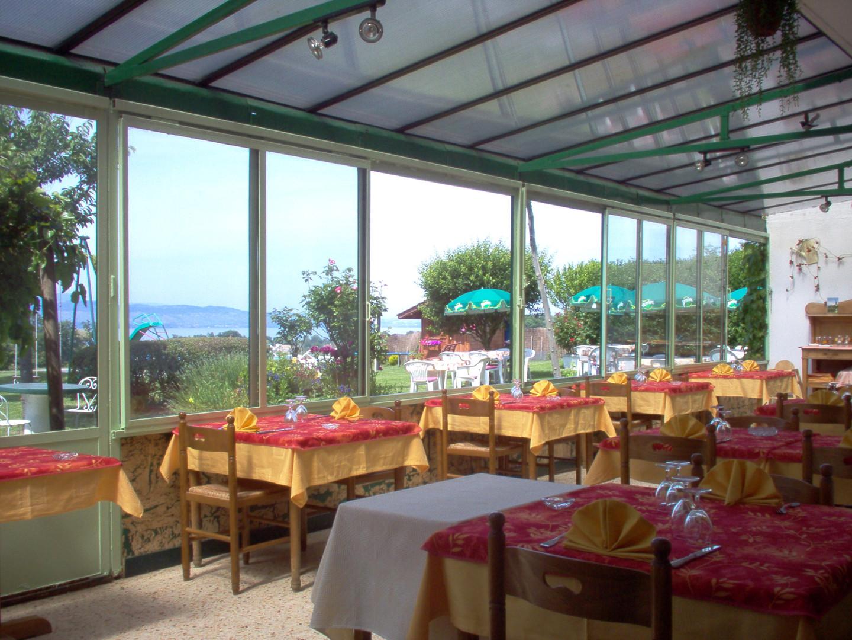 Terrasse interieur et exterieur du restaurant