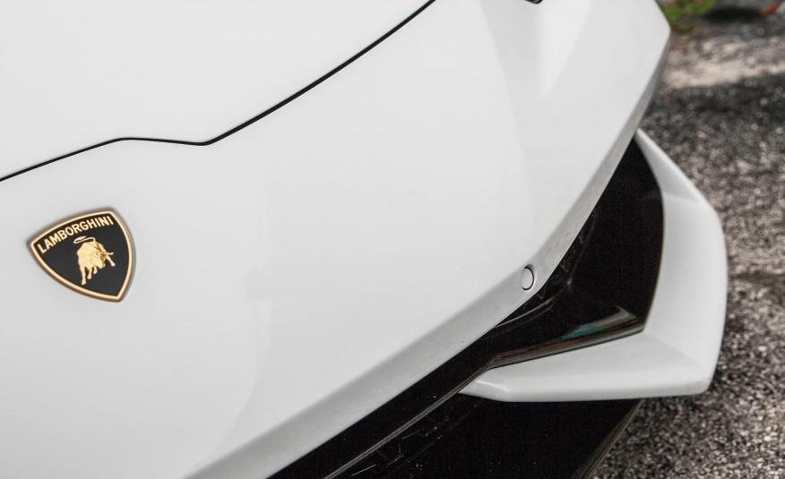 Lamborghini Huracan LP610 Spyder - logo - W exotic car rentals