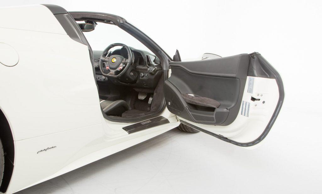 Ferrari 458 Spider -inside