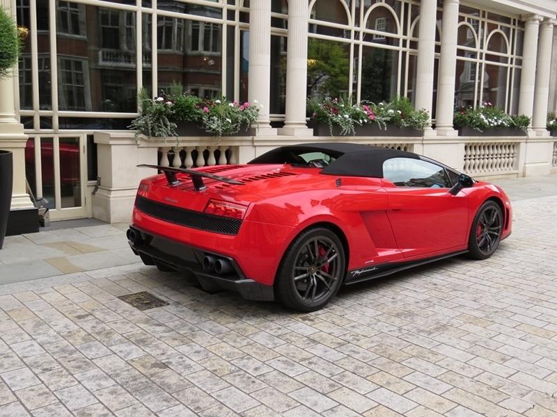 Lamborghini Gallardo Performante - back