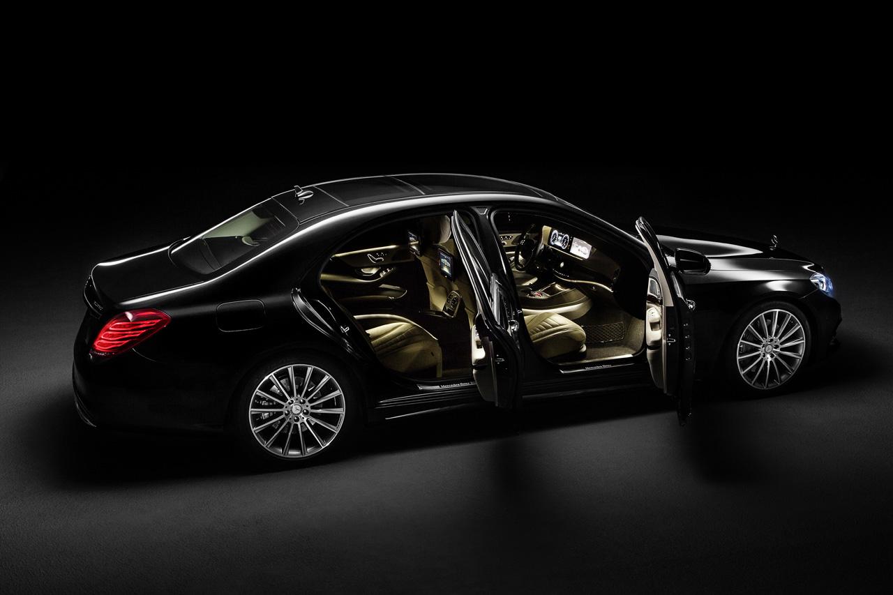 Mercedes S550 -door open-luxury car rentals Houston