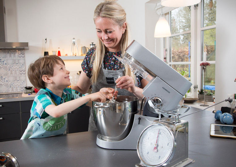Eva og søn laver mad
