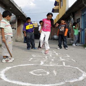 La calle como patio de juegos en la periferia de la Ciudad de México