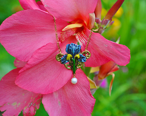 Wholesale: Garden Iris Necklace