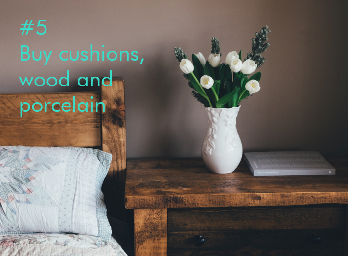 Tipp 5: Buy cushions, wodd and porcelain